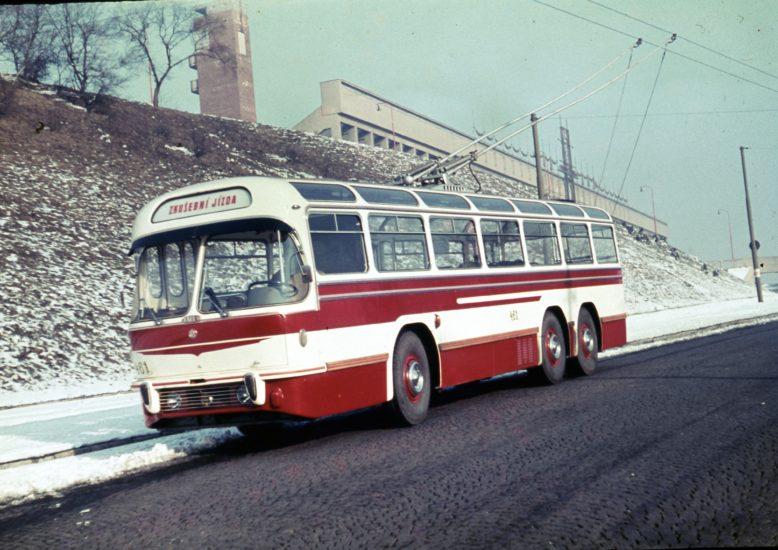 Fatra vyrobila plastový profil na zakázku do trolejbusu z 60. let
